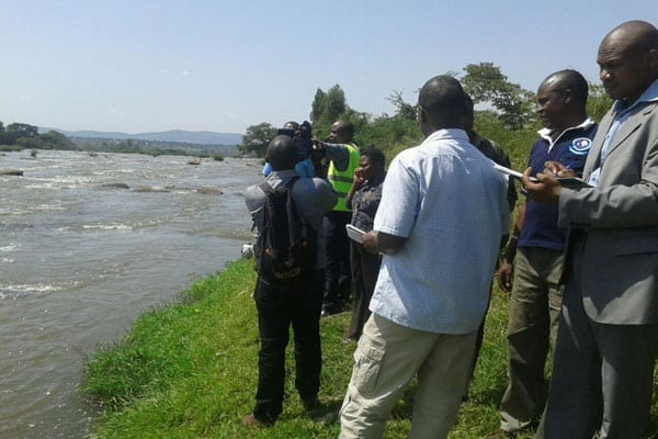 Detectives and forensics police officers at the Athi River site where the bodies of missing lawyer Willie Kariuki, taxi drive Joseph Muiruri were retrieved, July 1, 2016. PHOTO | JEFF ANGOTE | NATION MEDIA GROUP.