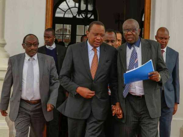 President Uhuru Kenyatta (centre) during his meeting with the Council of Governors at State House in Nairobi, August 10, 2016. /PSCU