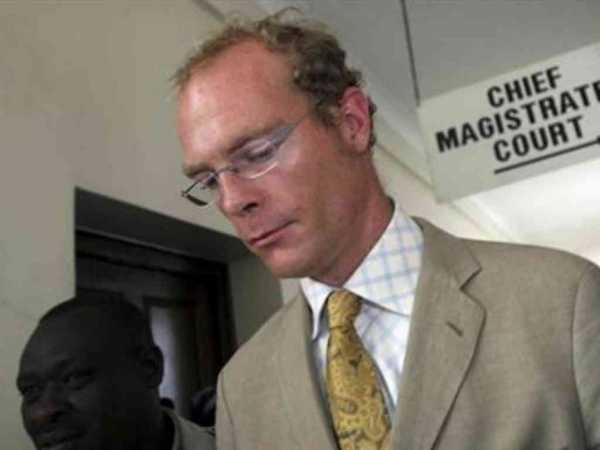Thomas Cholmondeley, one of Kenya's largest landowners and son of the 5th Baron Delamere, leaves the Nairobi Law Courts after his trial October 30, 2006. /REUTERS