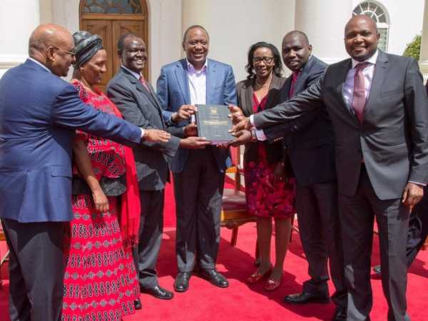 President Uhuru Kenyatta received the report of the joint parliamentary select committee on IEBC reforms at Stae House in Nairobi, AUgust 18, 2016. /PSCU