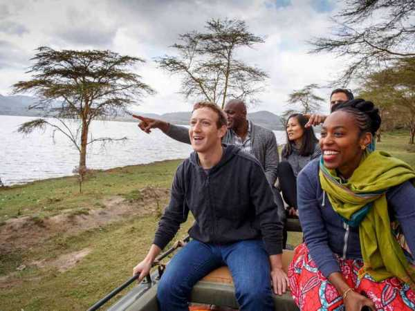 Facebook founder Mark Zuckerberg was accompanied by his wife Priscilla Chan (back centred) in Lake Naivasha on Thursday, September 1, 2016 /FACEBOOK