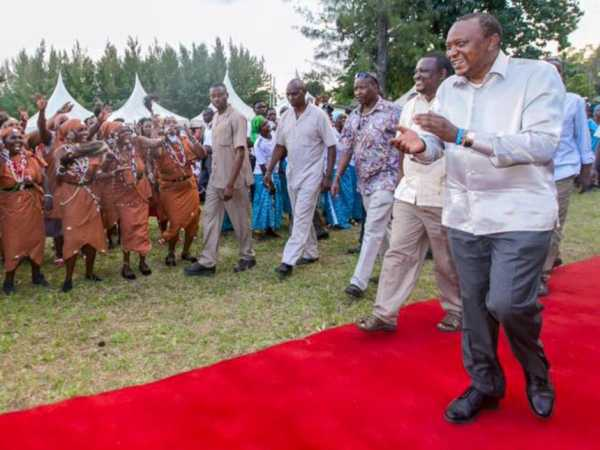 Kwale Governor Salim Mvurya and President Uhuru Kenyatta arrive for a public rally at Jomo Kenyatta Primary School on Saturday /DPPS