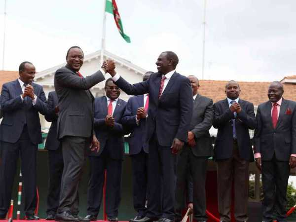 President Uhuru Kenyatta and Deputy President William Ruto with other leaders at State House, Nairobi, after they announced the Jubilee Party merger / HEZRON NJOROGE