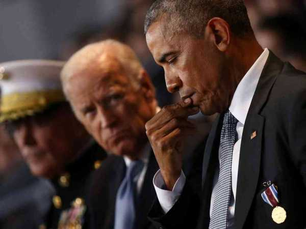 US President Barack Obama attends a military full honor review farewell ceremony given in his honor, accompanied by Vice President Joe Biden (C) and Joint Chiefs of Staff Chairman General Joseph Dunford (L) at Joint Base Myer-Henderson in Washington, January 4, 2017. /REUTERS