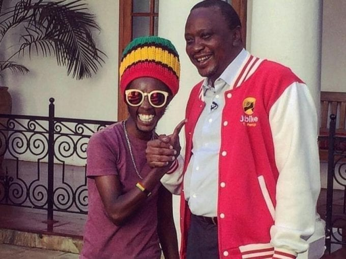 "President Uhuru Kenyatta with radio presenter Daniel Githinji Mwangi aka ""Mbusii"" at State House, Nairobi, February 7, 2017. /PSCU"
