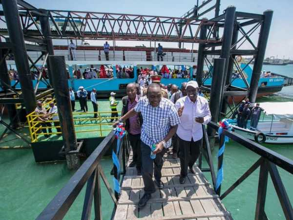 President Uhuru Kenyatta and Deputy President William Ruto during the commissioning of ferry services at the Mtongwe crossing channel in Mombasa, March 13, 2017. /PSCU