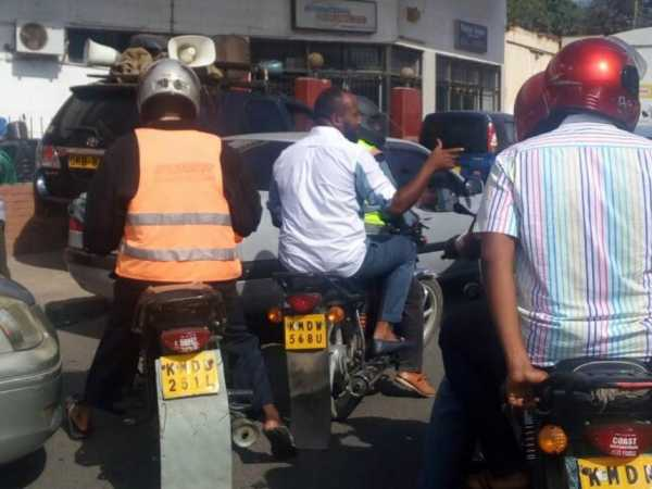 Mombasa Governor Hassan Joho on the boda boda he took after his motorcade was blocked by police at Nyali bridge, March 13, 2017. /MAUREEN MUDI
