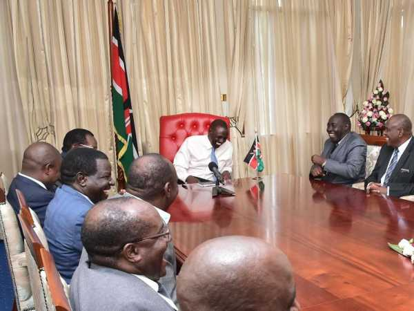 Deputy President William Ruto shares a light moment with Kisii and Nyamira leaders at his Karen residence on May 4,2017./DPPS