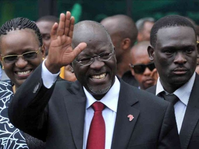 Tanzania's President elect John Pombe Magufuli salutes members of the ruling Chama Cha Mapinduzi Party (CCM) at the party's sub-head office on Lumumba road in Dar es Salaam, October 30, 2015. /REUTERS