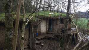 A Couple who lives in a mud house in UK face eviction