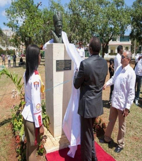 VIDEO: President Uhuru Visit His Father's Statue In CUBA