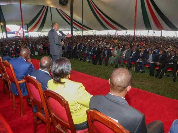 President Uhuru addressing leaders from lower Eastern region at Statehouse Nairobi. photo/ PSCU
