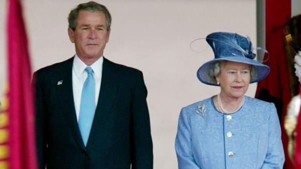 U.S. President George W. Bush stands with Queen Elizabeth at Buckingham Palace, November 19, 2003