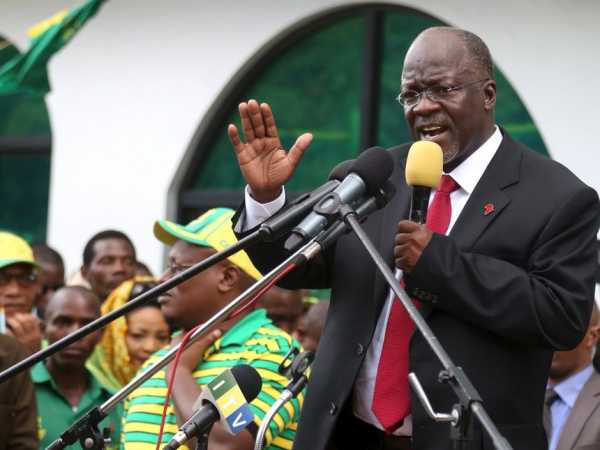 Tanzania's President John Magufuli addresses members of the ruling Chama Cha Mapinduzi Party (CCM) at the party's sub-head office on Lumumba road in Dar es Salaam, October 30, 2015. /REUTERS