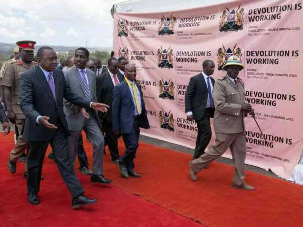 President Uhuru Kenyatta with Meru Governor Peter Munya and other officials during the devolution conference in Naivasha, March 7, 2017. /PSCU
