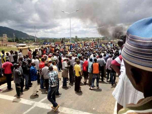 Kenyans during a demonstration at the Namanga border against the deportation of their counterparts from Tanzania, March 27, 2017. /KURGAT MARINDANY