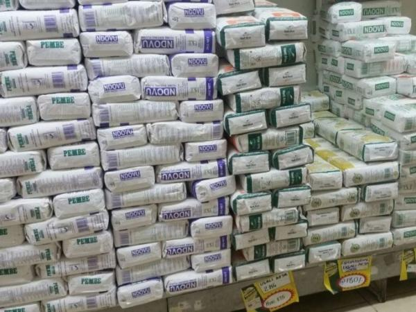 Maize and wheat flour in a supermarket. The price of maize flour has skyrocketed due to drought in the country. /Monicah Mwangi