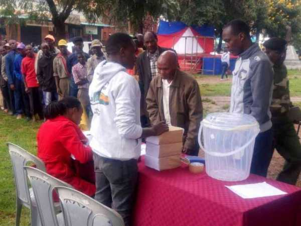 Machakos residents cast their votes during the repeat Wiper governor nominations, May 6, 2017. /ANDREW MBUVA