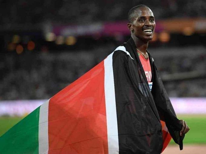 Elijah Manangoi of Kenya celebrates winning the gold medal, in the men's 1500m final of World Athletics Championships, at London Stadium in Britain, August 13, 2017. /REUTERS