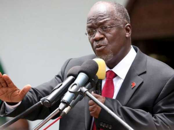 Tanzania's President John Pombe Magufuli addresses members of the ruling Chama Cha Mapinduzi Party (CCM) at the party's sub-head office on Lumumba road in Dar es Salaam, Tanzania October 30, 2015. REUTERS