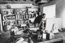 steve-jobs-working-at-home-office