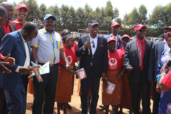 Bomet Governor Isaac Ruto (second left) Baringo Senator Gideon Moi (centre), who is also the Kanu national chairman, and former police chief David Kimaiyo (right) meet supporters in Iten, Elgeyo-Marakwet County, at the weekend. PHOTO | STANLEY KIMUGE | NATION MEDIA GROUP