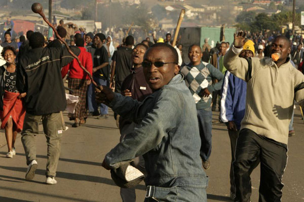 Protesters chant slogans during past clashes believed to be linked to recent anti-foreigner violence in Reiger Park, Johannesburg, May 19, 2008.  Fresh  round of xenophobic violence has broken in Gauteng Province of South Africa. PHOTO | FILE | REUTERS