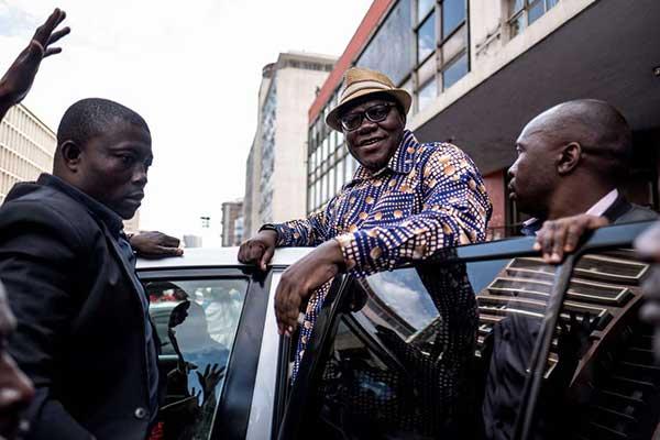 BREAKING News: Tendai Biti arrested at Zambia border..Latest Pictures | ZIM NEWS | Zimbabwe